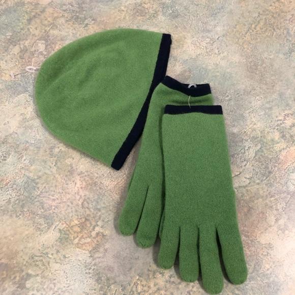 Lands end hat/glove set